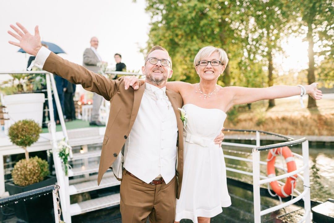 photographe mariage couple heureux peniche eldorado